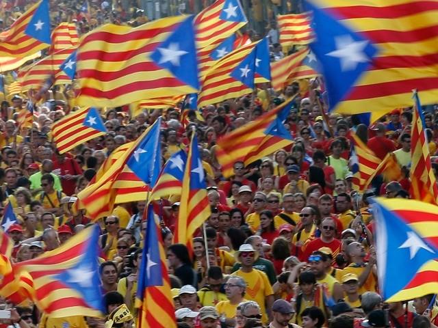 Catalunha: Dezenas de milhares manifestam-se em Barcelona contra decisão de Madrid