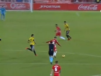 """Também teve """"o gol que Pelé não fez"""" na Espanha no fim de semana"""