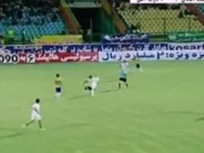 """Brasileiro ex-Inter acerta """"pombo sem asa"""" e faz golaço no Irã; assista"""