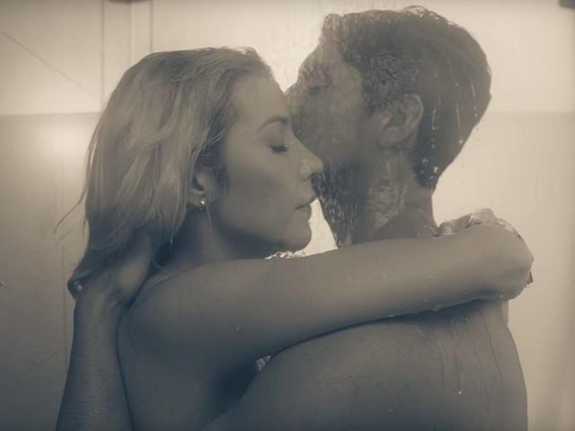 Solução para descontrair foi conversar, diz Luiza Possi sobre cenas sensuaiscom Gabriel Medina