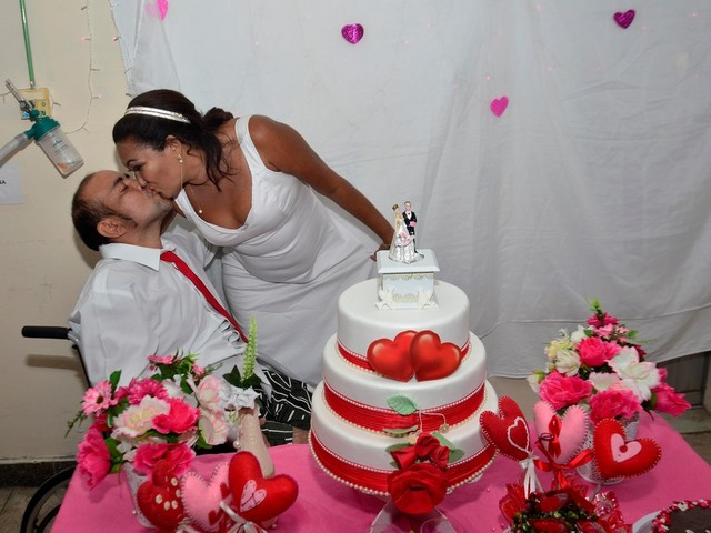 Paciente oncológico se casa no Hospital Ophir Loyola