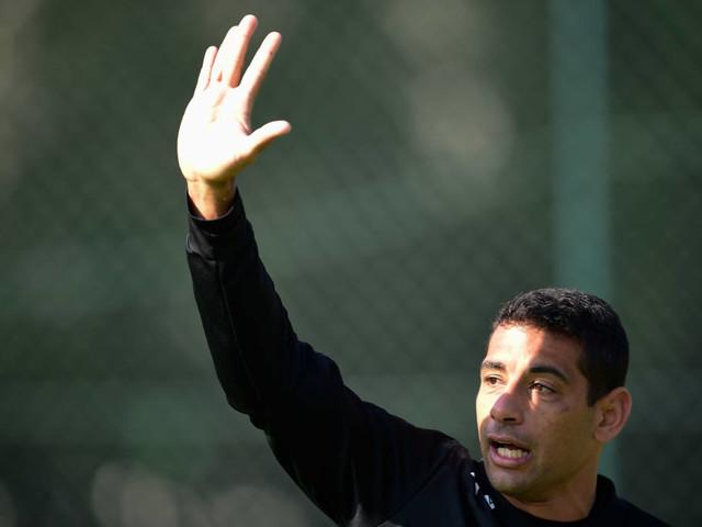 """Diego Souza pede São Paulo """"ditando o ritmo"""" contra o Corinthians"""