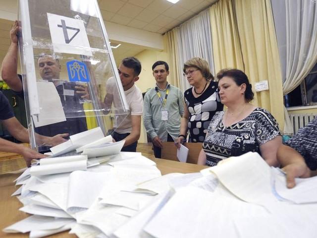 Partido do governo vence eleições parlamentares na Ucrânia