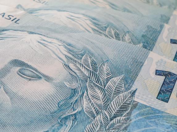 Crise fez 80% dos brasileiros reduzirem custos no primeiro semestre