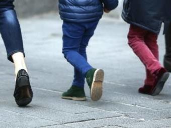 """""""El primer caso"""" del mundo de un niño sin cinco vértebras ni sacro que logra caminar está en España"""