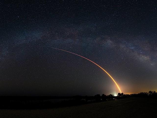 SpaceX lança mais satélites Starlink e quebra recorde com foguete Falcon 9