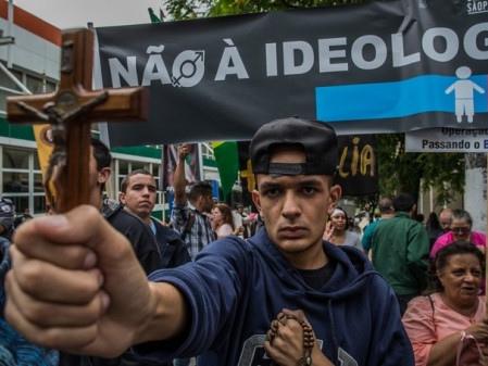 Fundamentalismo Religioso, Guerra Cultural, Perseguição Política: Intolerância e Ódio Político da Direita no Brasil