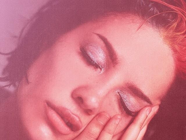 """Tem country, emo e diálogo de """"Garota Infernal"""" no novo disco da Halsey, """"Manic"""""""