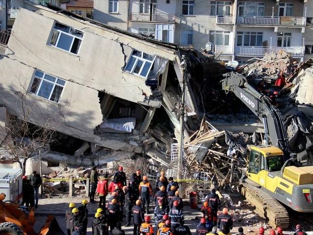 Sobe para 22 o número de mortos por terremoto na Turquia
