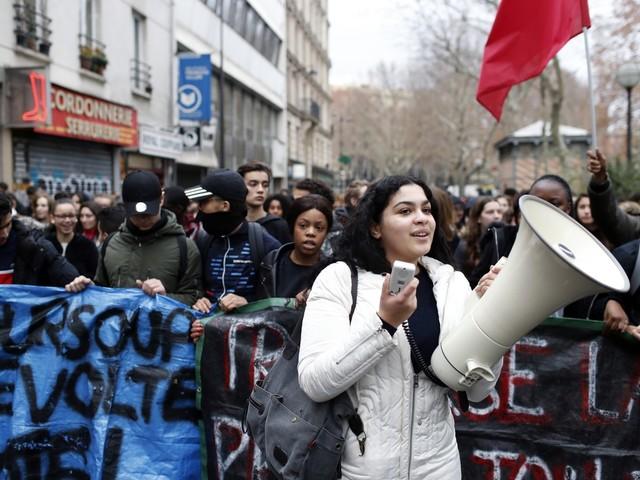 França tem protestos de estudantes e teme 'grande violência' no fim de semana