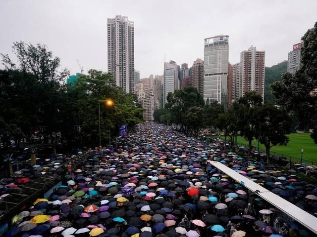 Vice-presidente dos EUA diz que acordo comercial com a China depende de resolução pacífica em Hong Kong