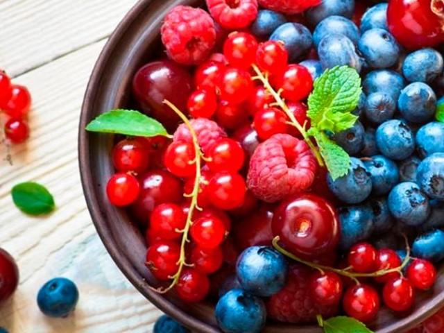 Veja cinco benefícios de consumir frutas vermelhas regularmente