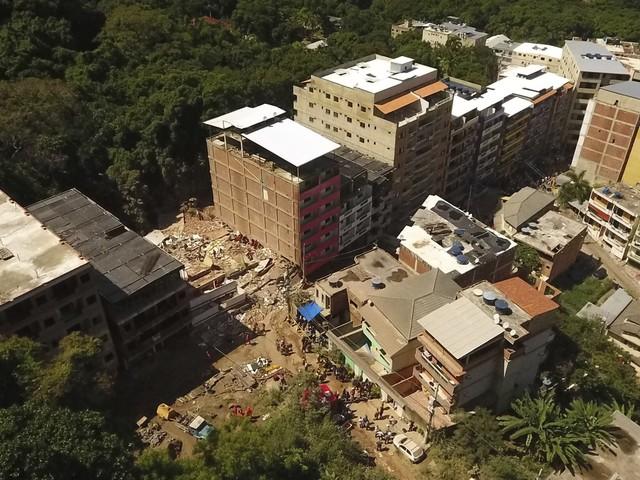 Prefeitura inicia a demolição de dois prédios na Muzema nesta quarta-feira