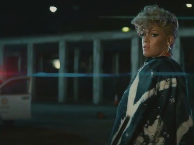 """A militância de P!nk é artística no clipe de """"What About Us"""""""