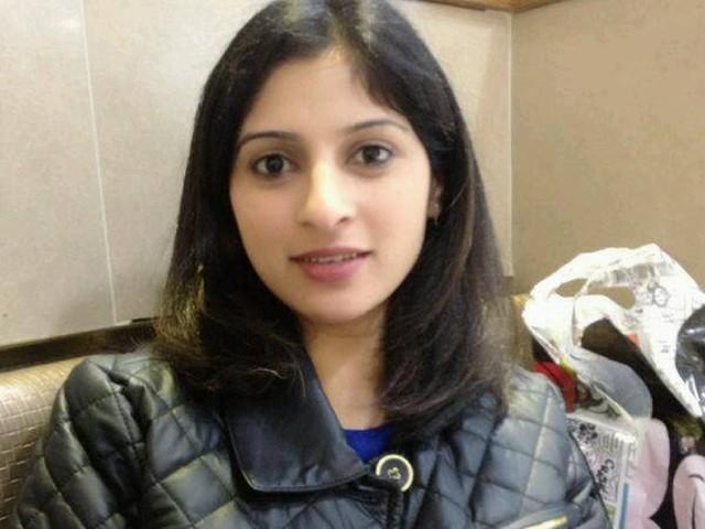 Mulher grávida é morta a flechada enquanto lavava louça em Londres; bebê sobrevive