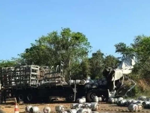 Choque entre dois caminhões causa a morte de uma pessoa em Nonoai