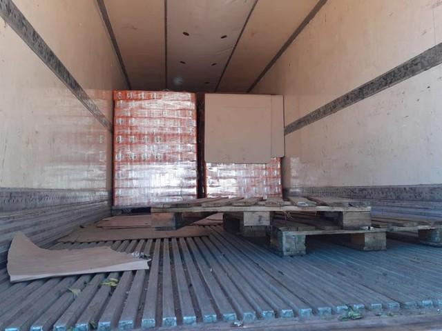 Carga de mais de 100 mil latas de cerveja e refrigerantes é apreendida na Transamazônica
