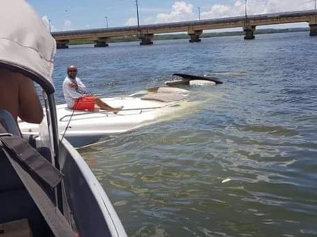 Lancha afunda próximo a ponte entre Itapissuma e Itamaracá, no Grande Recife