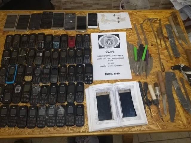 Seap realiza nova operação e encontra celulares, facas e chips em presídio do Complexo de Gericinó