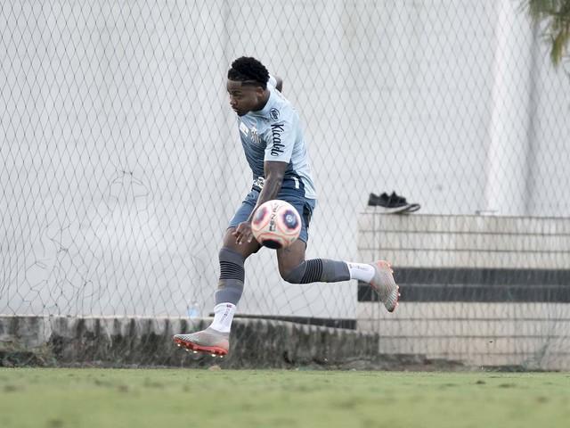 Marinho aproveita entrevista para divulgar patrocinadores do Santos