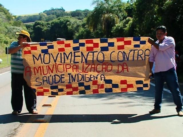 Indígenas bloqueiam rodovias no Norte do RS em protesto contra proposta do Ministério da Saúde