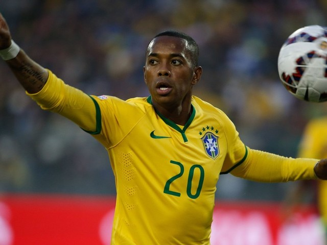 Futebolista Robinho é condenado por estupro coletivo a nove anos de prisão