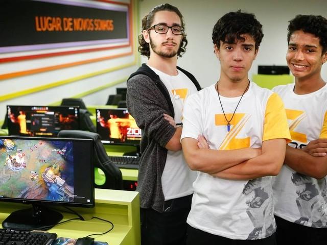 Por alta demanda, empresas ligadas ao universo gamer oferecem cursos de formação de jogadores a editores de vídeo