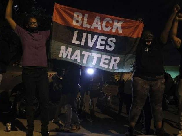 Família de afro-americano assassinado por policial nos EUA recebe US$ 20 milhões após acordo