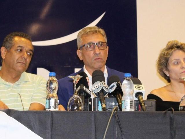 Com Eurico à mesa, Alexandre Campello é empossado presidente do Vasco