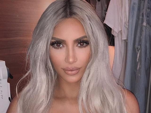 Kim Kardashian aparece em clique raro sem maquiagem
