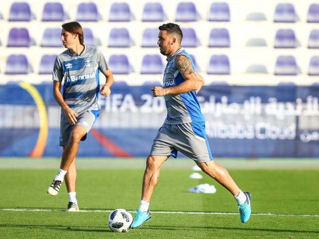 Com portões fechados, Kannemann e Edílson voltam aos treinos no Grêmio