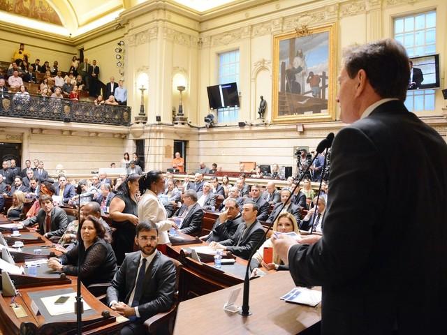 Comissão da Câmara do Rio opina nesta sexta sobre continuidade de impeachment de Crivella