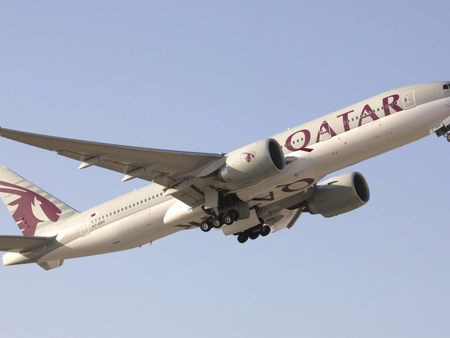 Como é voar na Qsuite, a super classe executiva da Qatar Airways!