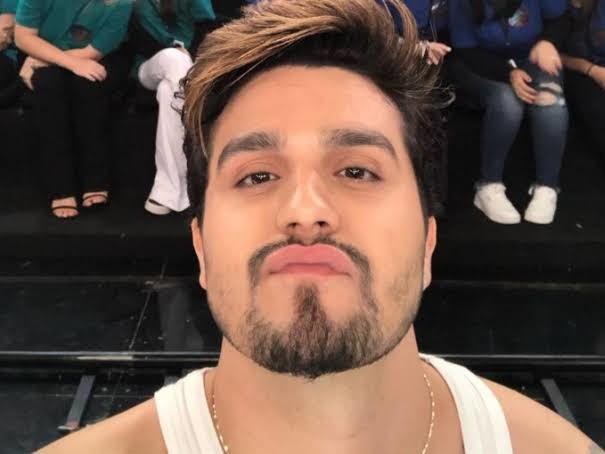 "Luan Santana surge com rosto desconfigurado e deixa público incrédulo: ""Socorro"""