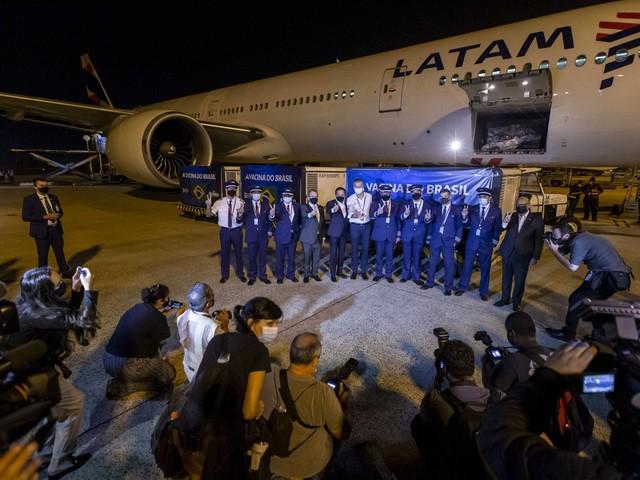 Pandemia no Brasil | Ataques de Bolsonaro à China afetam liberação de insumos, diz Butantan