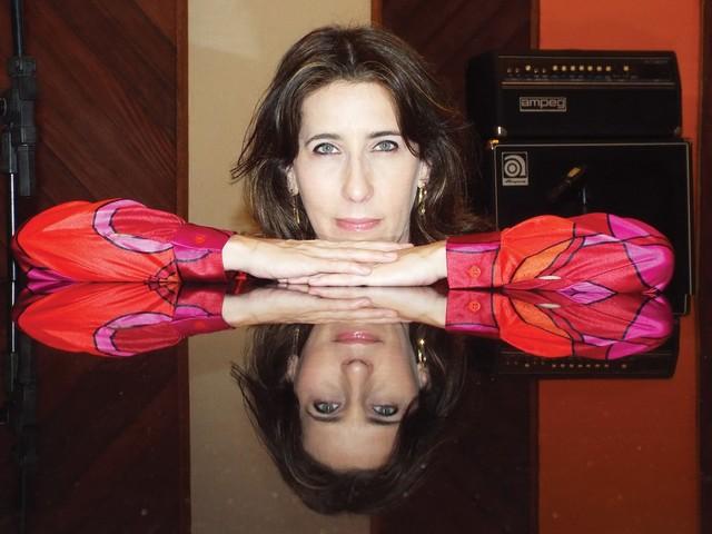Pianista Deborah Levy põe pimenta no jazz brasileiro do primeiro álbum solo autoral