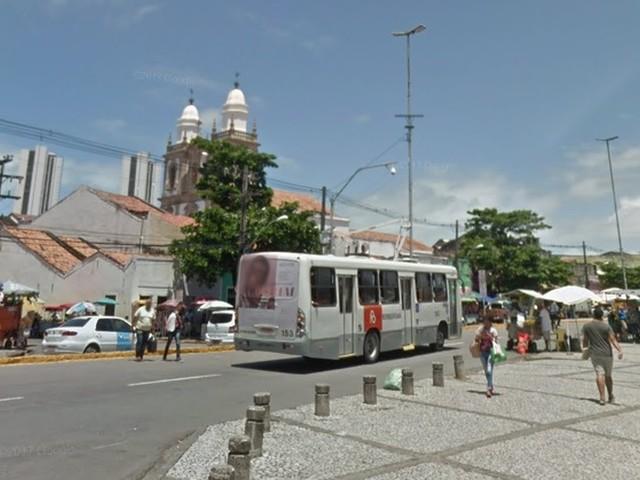 Rua são bloqueadas para homenagens a padroeira e procissão no Centro do Recife