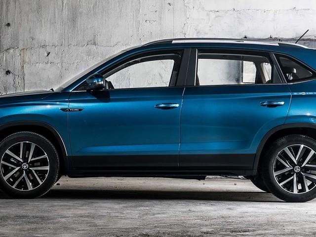 VW T-CROSS: design lateral relevado no Skoda Kamiq