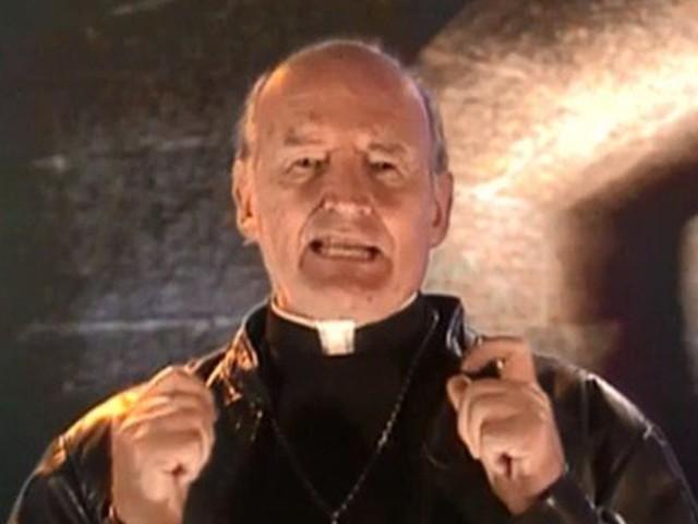 Padre Quevedo, autor do bordão 'Isso non ecziste', morre aos 88 anos