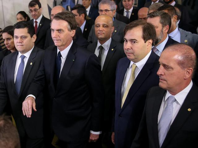 Reforma no Congresso | Em negociação por Previdência, governo libera R$ 1 bi em emendas