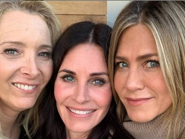 Atrizes de 'Friends' se reencontram no aniversário de Courtney Cox