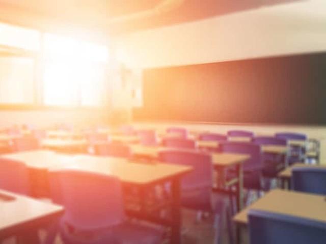 Faculdade obriga alunas a se despir para checar menstruação e gera repercussão mundial