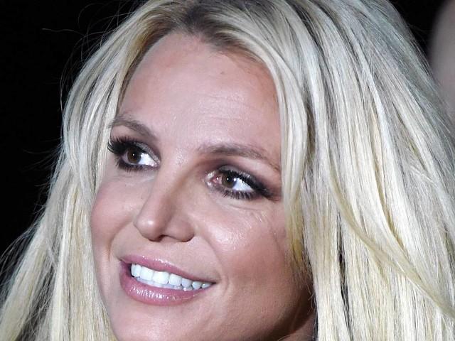 Empresário de Britney Spears muda versão e diz não saber quando cantora retomará carreira