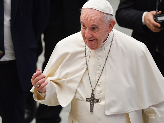 'Parem de explorar a fragilidade humana', diz papa Francisco aos gigantes de tecnologia