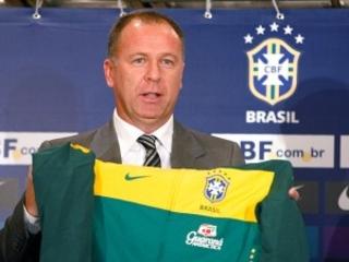 O milionário Palmeiras não sonha fazer de Valentim um novo Carile. Quer Mano, um técnico de grife