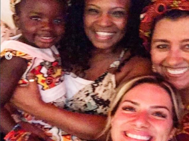 Com Titi, Gio Ewbank participa da Noite da Beleza Negra: 'Me fez chorar'
