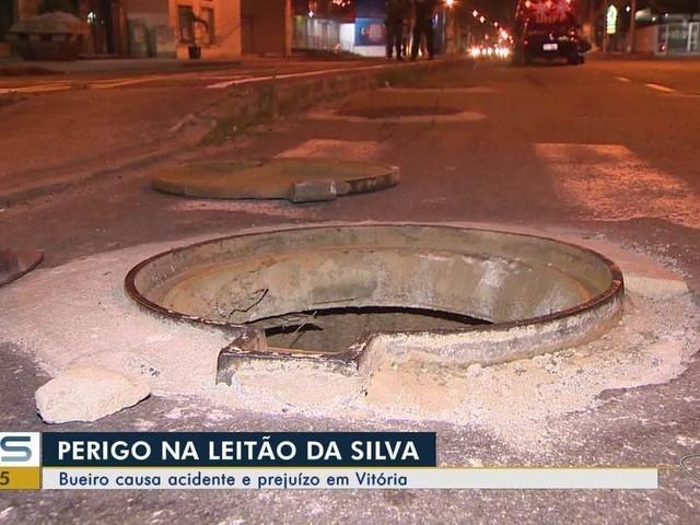 Carro da polícia quase capota ao passar por bueiro na Leitão da Silva, em Vitória