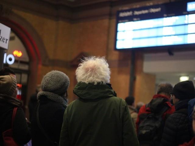 Erste Fernzüge der Deutschen Bahn rollen wieder
