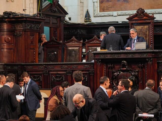 Deputados chegam a acordo e aprovam projeto que muda regras do MP do Rio