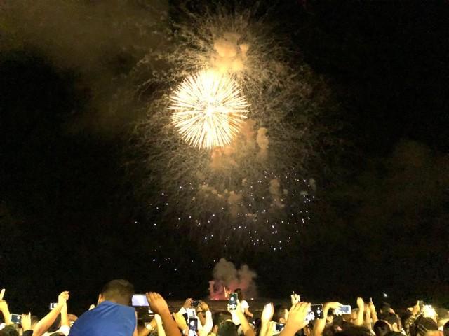 Recife dá as boas-vindas a 2019 com fogos e multidão na orla